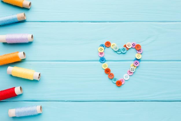 Walentynki serce z guzikami i sznurkiem