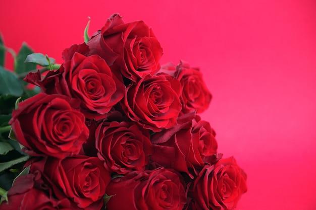 Walentynki tło, czerwone róże