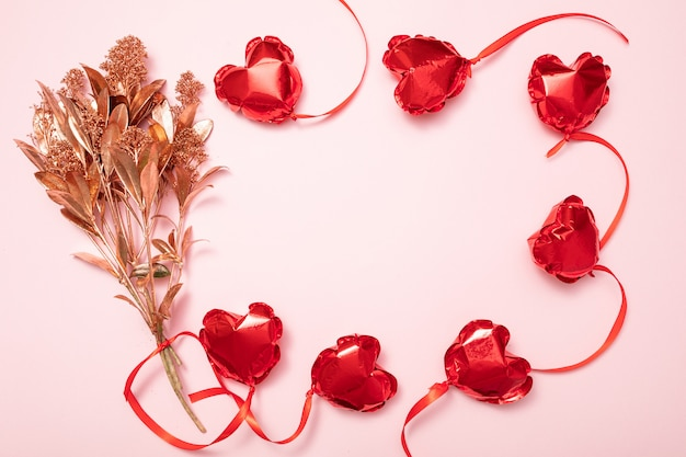 Walentynki tło z czerwonymi balonami