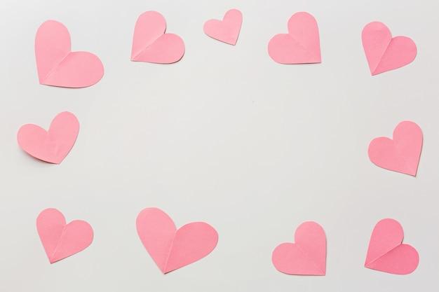 Walentynki tło z paleniskami na bielu