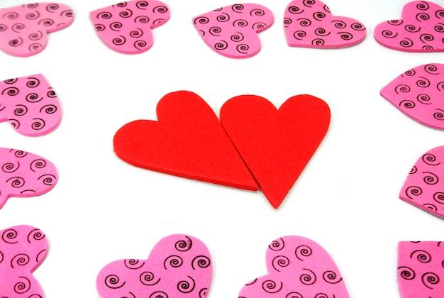 Walentynki w kształcie serca na białym tle