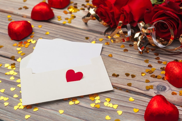 Walentynki z czerwonymi różami i czekoladą serca