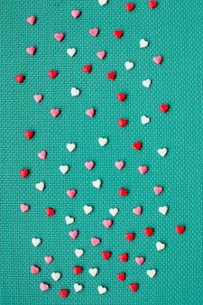 Walentynki z czerwonymi sercami, odgórny widok