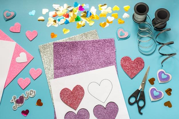 Walentynkowe pomysły na rękodzieło, serca i dekoracje z pianki brokatowej
