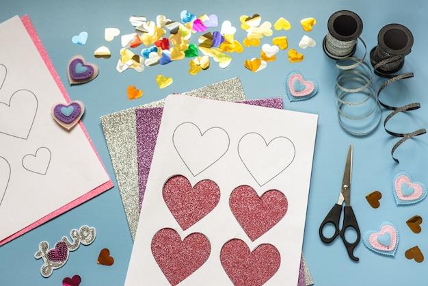 Walentynkowe rękodzieło, serca i dekoracje z pianki brokatowej