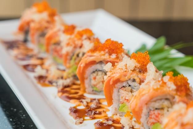 Wałki z łososiem sushi