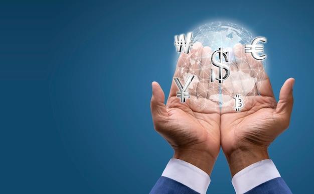 Waluta w złożonych dłoniach biznesmena na tle światowego rynku walutowego