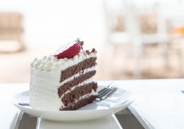 Wanilia i ciasto czekoladowe z truskawkami