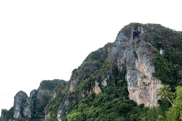 Wapienne pasmo górskie naturalnego geologicznego na białym tle