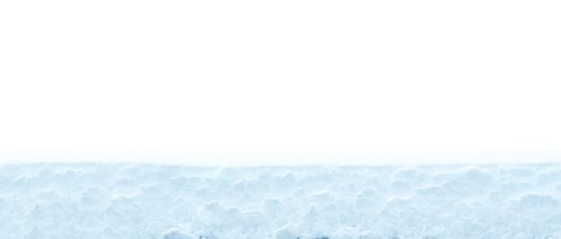Warstwa śniegu jest izolowana na białym tle