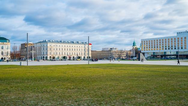 Warszawa - 3 stycznia 2019: widok na plac piłsudskiego, budynek garnizonowy, podróż