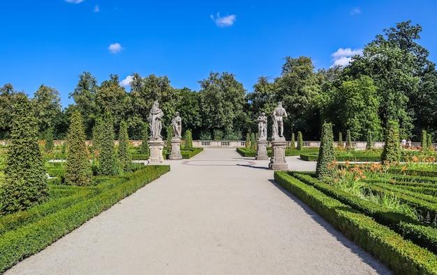 Warszawa polska sierpień piękny ogród pałacu królewskiego w wilanowie rezydencja króla jana iii sobieski