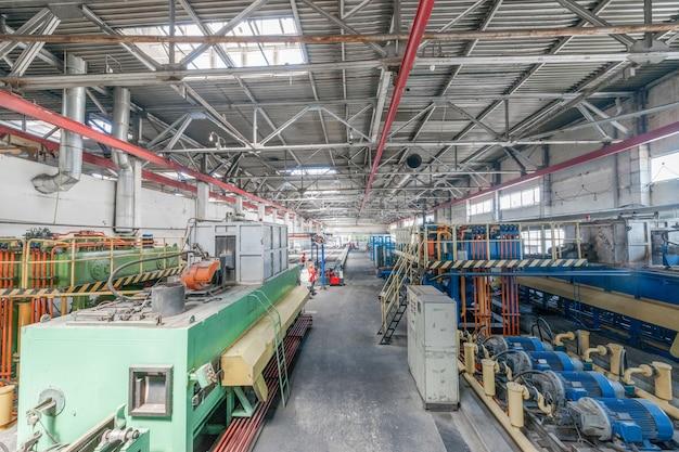 Warsztat produkcji profili aluminiowych. prasa do wytłaczania aluminium,