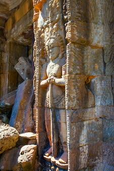 Warta - płaskorzeźba w angkor wat w kambodży. starożytna sztuka khmerów