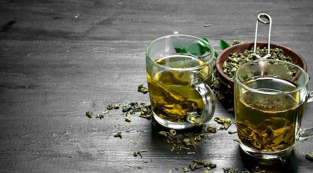Warzona pachnąca zielona herbata.
