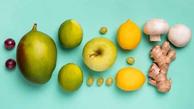 Warzywa i owoce płasko leżały