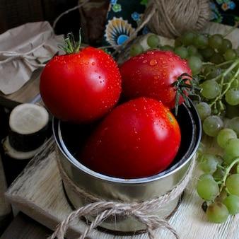 Warzywa jesieni winogron nieociosani pomidory