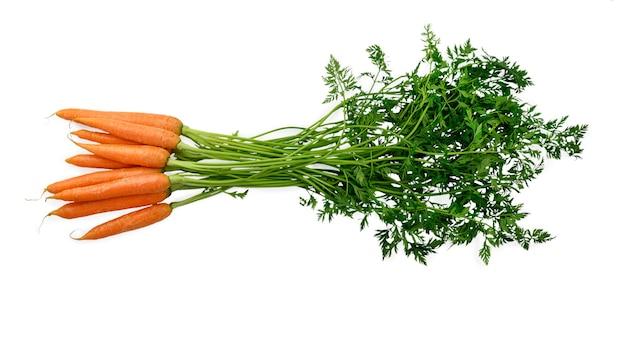 Warzywa, marchewki na białym tle. wysokiej jakości zdjęcie