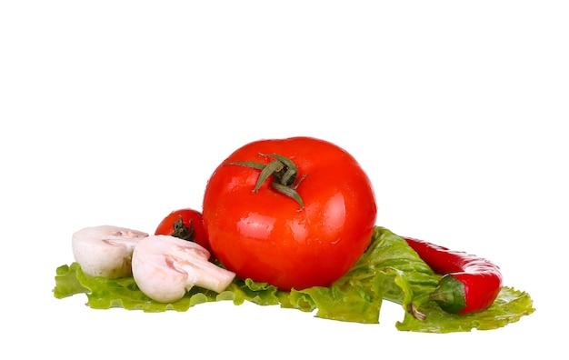 Warzywa na białym tle pieczarki, pomidory, papryka