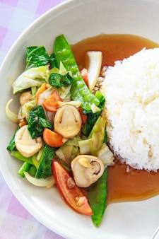 Warzywa smażone dla dobrego zdrowia zielone