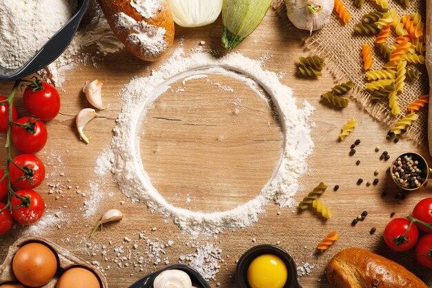 Warzywa z przyprawami na stole w kuchni