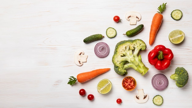 Warzywa z widokiem z góry z miejscem na kopię
