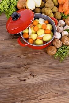Warzywa zimowe z żaroodpornego garnka