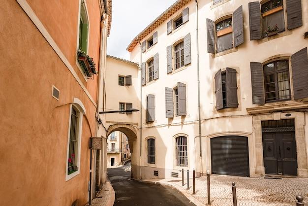 Wąska ulica we francji