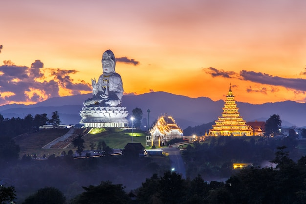Wat huay śliwki kang, chińska świątynia w chiang raja prowinci, tajlandia