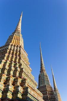 Wat pho lub wat phra chetuphon świątynia opiera buddha w bangkok, tajlandia