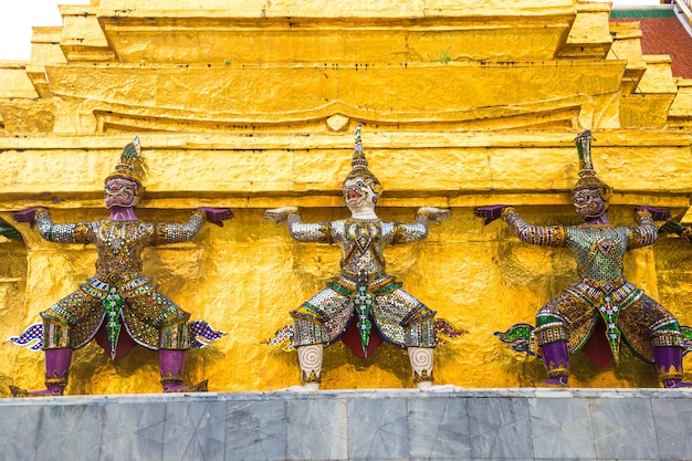 Wat phra kaew (świątynia szmaragdowego buddy) w bangkoku