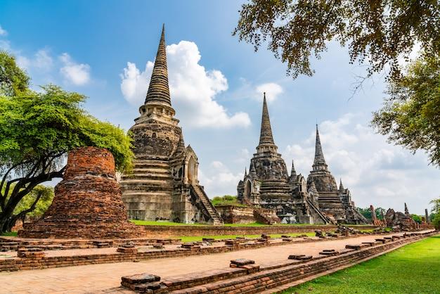 Wat phra si sanphet sławna świątynia w ayutthaya dziejowym parkowym tajlandia unesco światowego dziedzictwa miejscu.