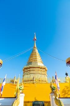 Wat phra that doi kham (świątynia złotej góry) w chiang mai, tajlandia