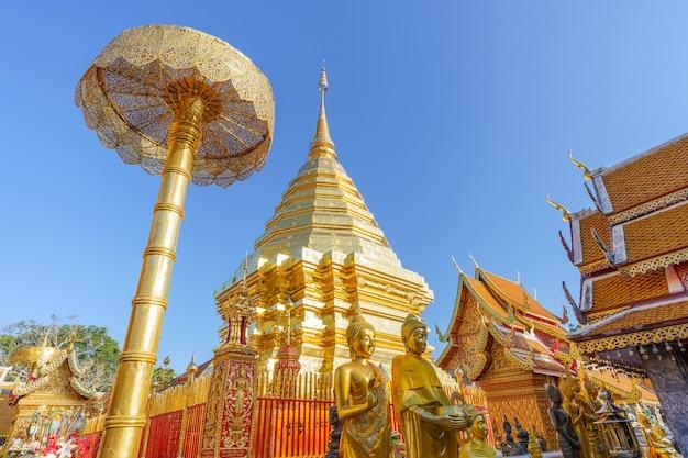 Wat phra that doi suthep pagoda najsłynniejsza świątynia w chiang mai w tajlandii.