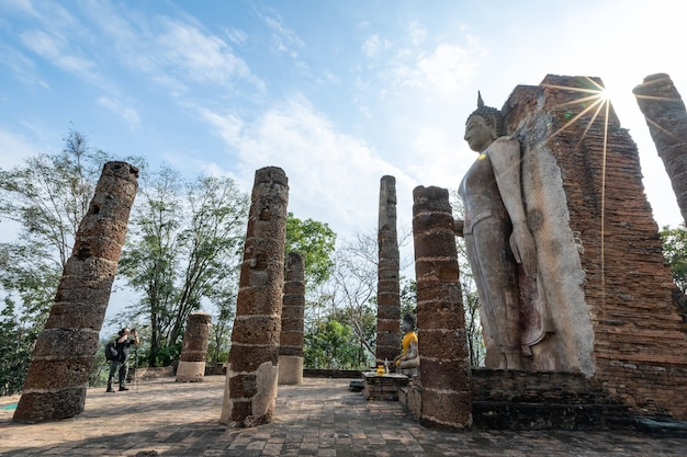 Wat saphan hin, prowincja sukhothai, tajlandia, miejsce światowego dziedzictwa znajdujące się poza murami starego miasta sukhothai