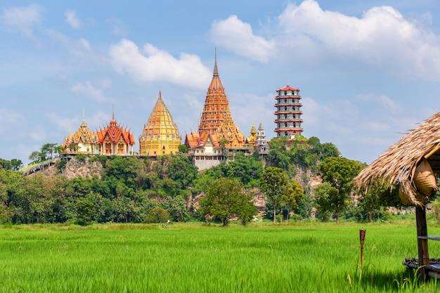 Wat tham suea w prowincji kanchanaburi w tajlandii