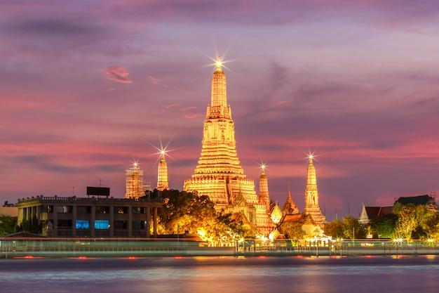 Wata arun nocy widoku świątynia w bangkok, tajlandia
