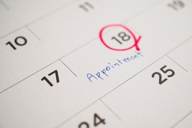 Ważny harmonogram spotkania napisz na białej stronie kalendarza z bliska