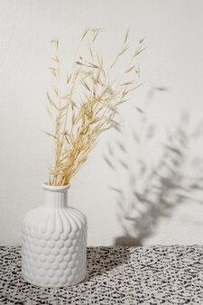 Wazon z suchą pszenicą