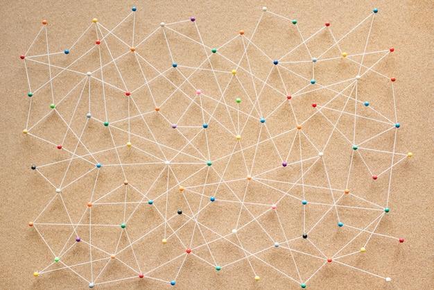 Wcisnąć szpilki połączone tło liniowej sieci