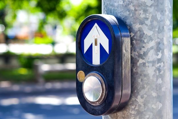 Wcisnąć znak drogowy z poprzeczką