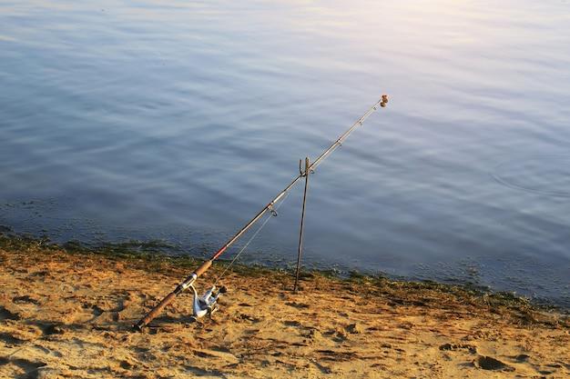Wędka na rzece retro stare lato