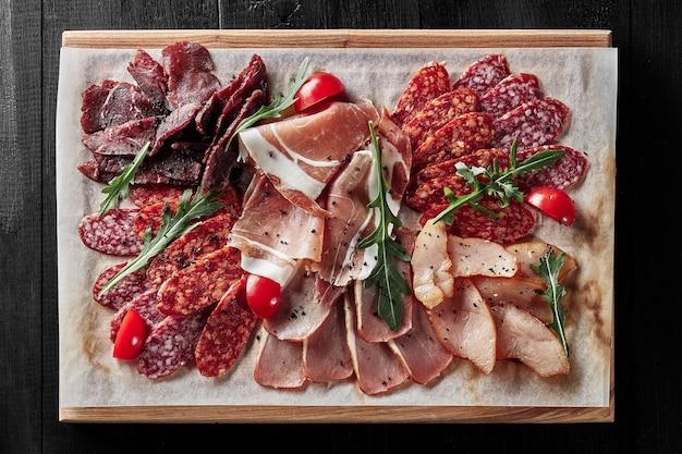 Wędliny z parówkami prosciutto z kurczakiem, wieprzowiną i wołowiną