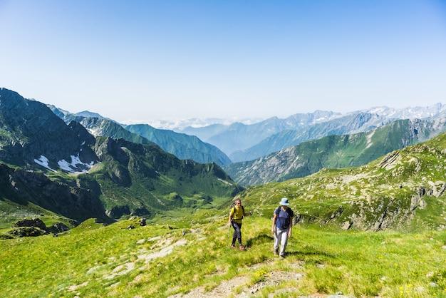 Wędrówki po alpach na panoramicznej ścieżce