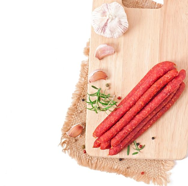 Wędzona kiełbasa z rozmarynem, pieprzem i czosnkiem