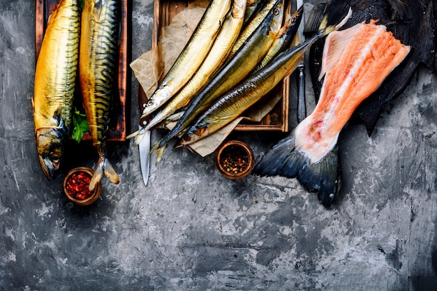 Wędzona ryba saury i makrela