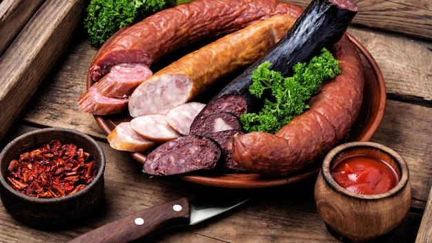 Wędzone mięso i kiełbasy