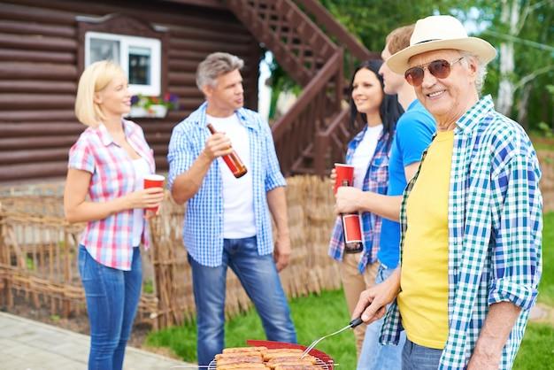 Weekend daczy planie mężczyzna wsi