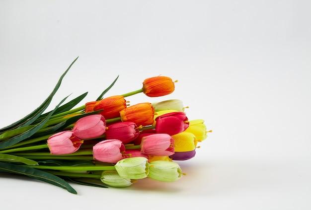 Weekendowe tła fałszywe kolorowe tulipany