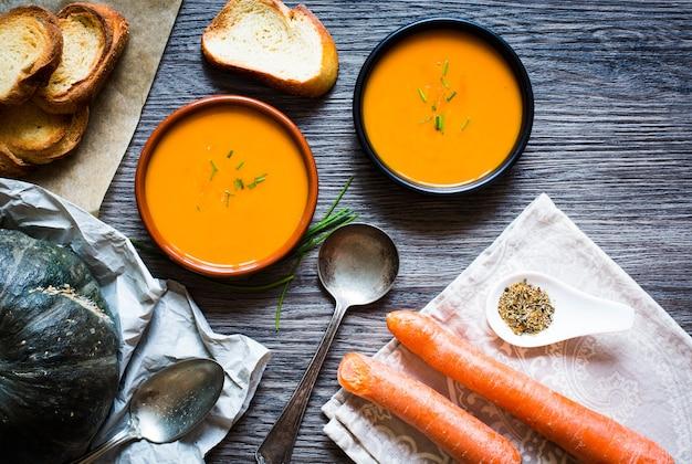 Wegańska kremowa pyszna zupa dyniowa